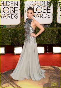mila-kunis-golden-globes-2014-red-carpet-01